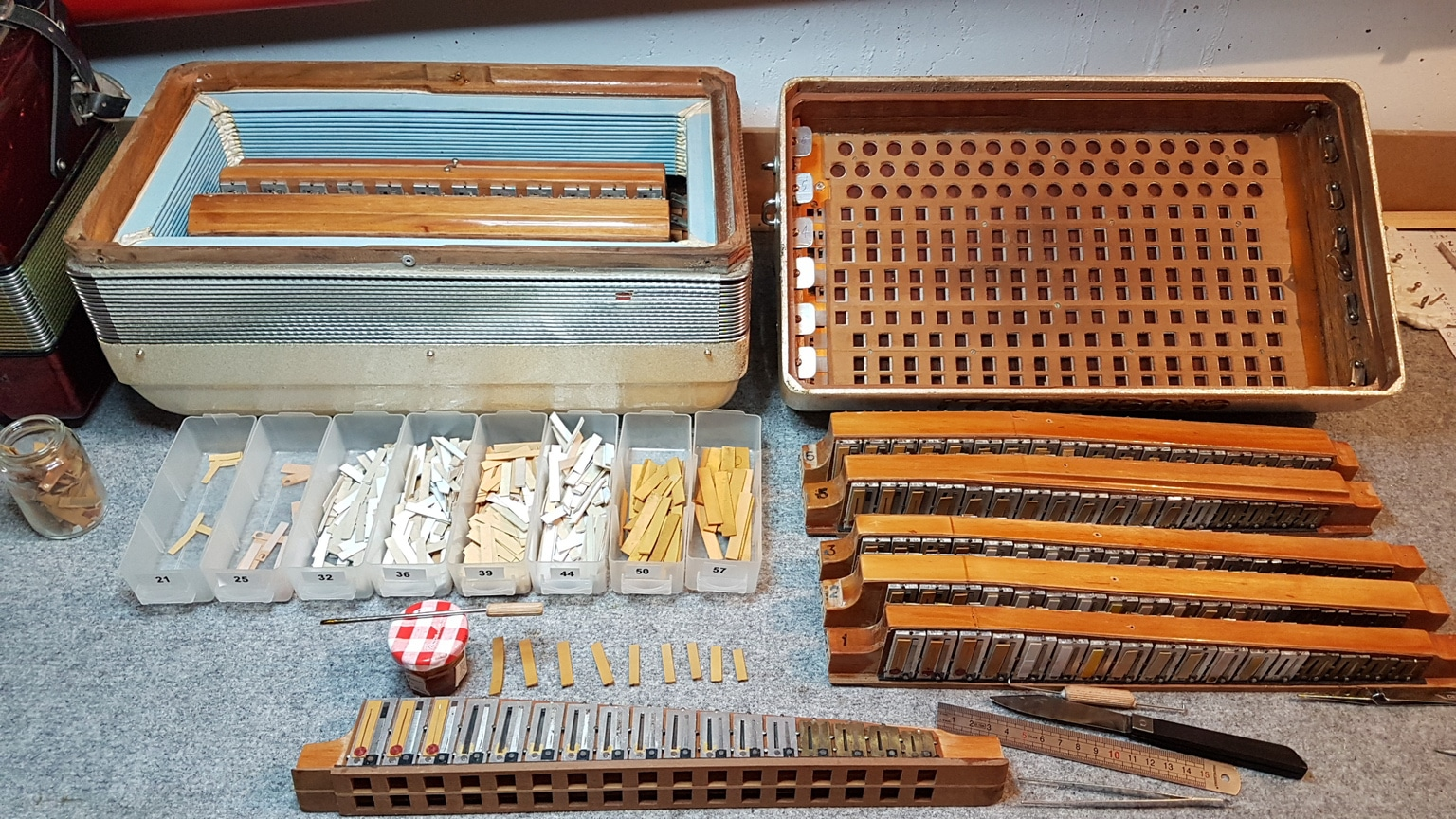 Réparation_instruments_Remplacement cordes_sillet
